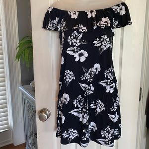 WHBM off the shoulder b/w mini dress! Size XS.